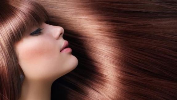 îndreptarea şi Regenerarea Părului Cu Keratină Pentru Un Păr Creţ